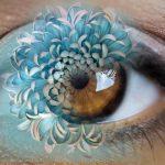 occhio con fiore riflesso