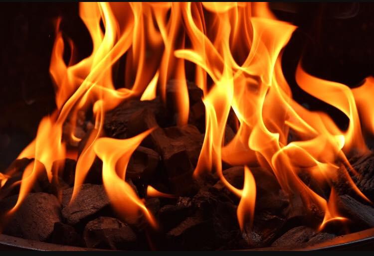 custode del fuoco sacro fuoco ardente braci fiamme